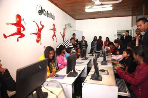 madagascar-Airtel Madagascar et l'ONG HABAKA, main dans la main pour l'éducation numérique des jeunes