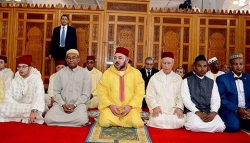 madagascar-Mohammed VI Commandeur des croyants accomplit la prière du vendredi à la mosquée d'Antananarivo