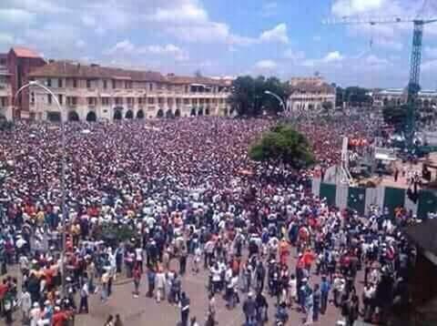 madagascar-Place du 13 Mai Analakely, tirs à balles réelles par l'armée